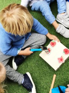 children-building-playing
