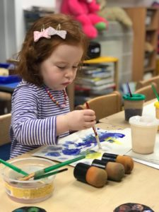 child-learning-painting